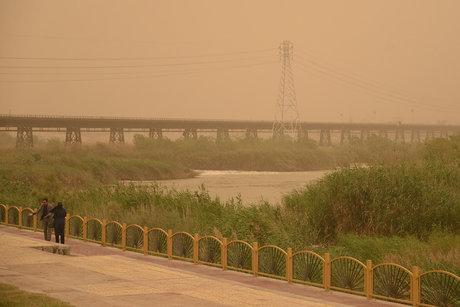 گرد و غبار  شدید در انتظار خوزستانیها
